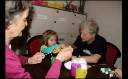 Mezigenerační centrum Julie pomáhá seniorům i dětem