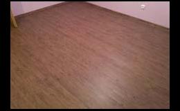 Vinylová podlaha vydrží i nápor podpatků
