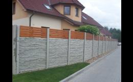 Betonový plot s kombinací dřeva Harašta