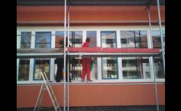 Mytí oken není adrenalinový sport, ale přesto potřebujete správné jištění