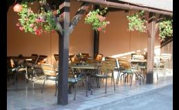 PENZION NA JÍZDÁRNĚ s.r.o., Kroměříž - restaurace, venkovní zahrádka