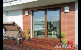 Zaručujeme výbornou kvalitu a dlouhou životnost dřevěných dveří i oken.