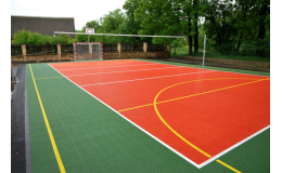 Umělé sportovní povrchy s ideálními herními vlastnostmi nabízí Forward tenis.