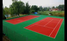 Vyzkoušejte umělý travní koberec Playrite pro tenisové dvorce a kurty.