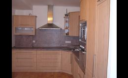 Zakázková výroba nábytku do kuchyně, ložnice i kanceláře, to je Vipama.