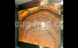 Onyxová stěna může být luxusním prvkem vašeho interiéru