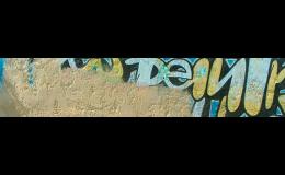 Šetrné odstranění graffiti z různých povrchů zajistí společnost SK Fasády.