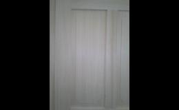 Kartáčované dveře, drásané dřevo