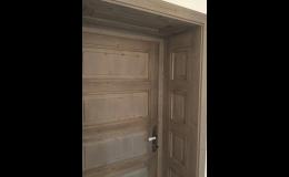 Starý vzhled dveří vypadá skvěle