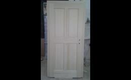 Forma Tronet vrábí dveře ze strukturovanéh dřeva